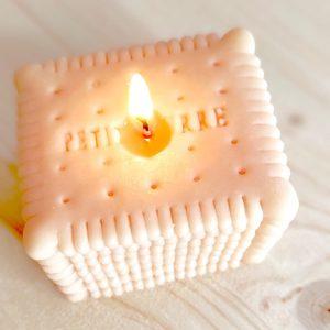 La curieuse fabrique-bougies-forme-gateau-petit-beurre2
