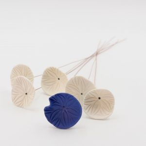 Nathalie-Wetzel-Bouquet-fleurs-porcelaine-Bleu-1