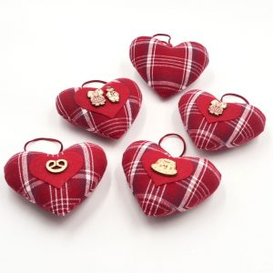 gnooss-boutique-christiane-koch-coeur-alsace-tissus-carreaux-rouges2